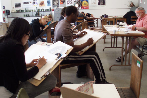 photo of lahc art students in class